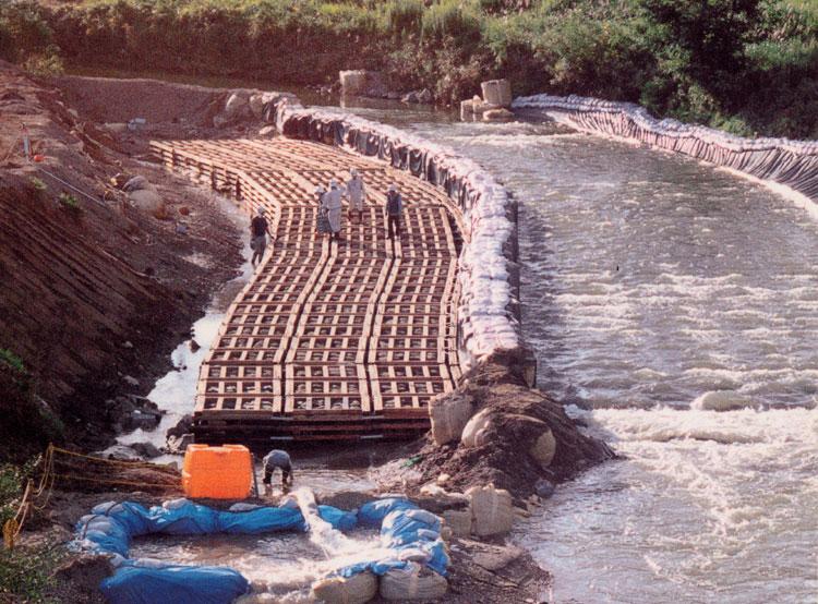 【水質浄化型木工沈床】 福島県 笹原川
