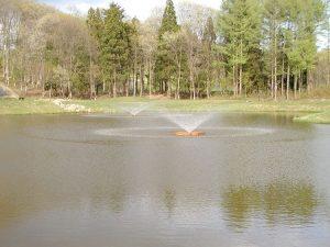【水質浄化型木工浮床-噴水式】 [間伐浄化用セラ炭使用] 山形県舟形町県民ゴルフ場