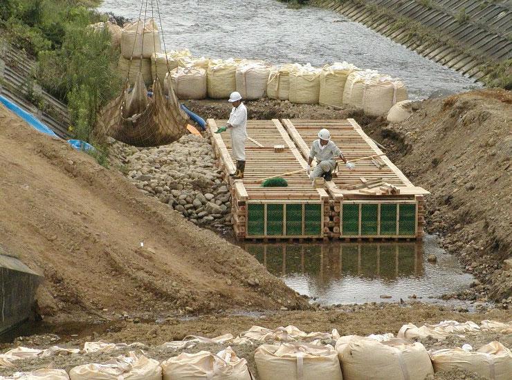 【水質浄化型木工沈床】 堀立川