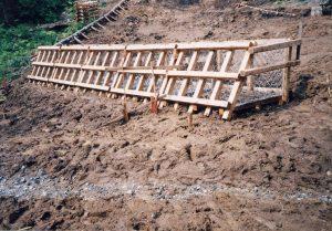 【強力に盛土押さえ】 山形県森林整備課