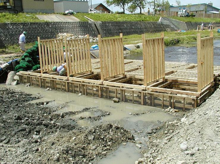 【水質浄化型木工沈床】 施工工事風景 山形県 升形川