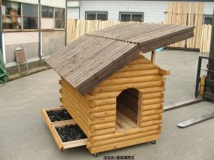 【ログドッグハウス】(犬小屋) 炭入り・屋根開閉式