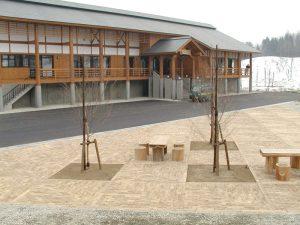 【木レンガ-杉材】 山形県 遊学の森 柔らかい森の駐車場