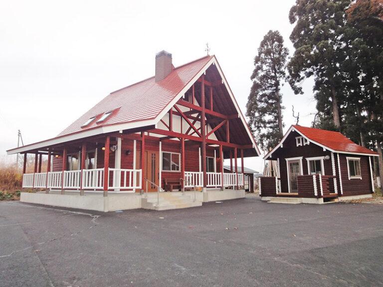 【ログハウス】 H邸 三角屋根と丸太柱が特徴の温か住宅(外観)