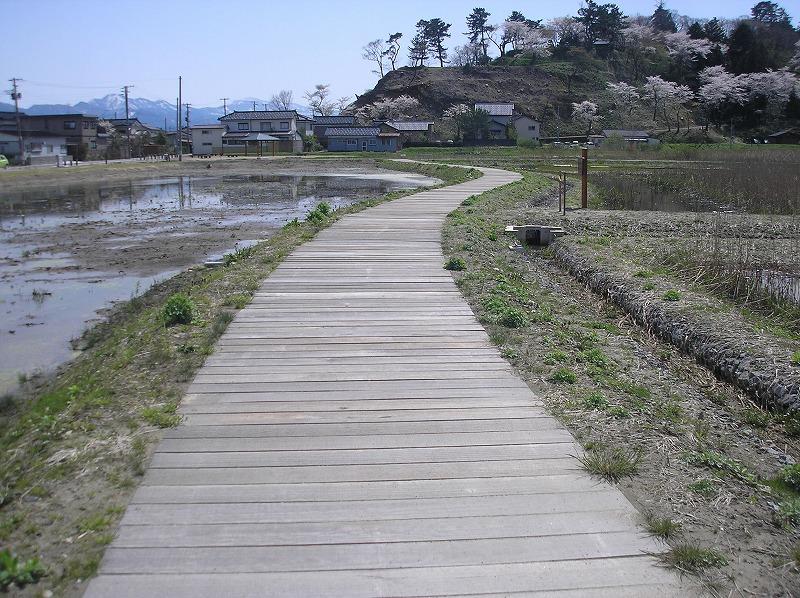 【枕木】 鶴岡自然学習交流館