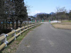 遊学の森 木製ガードレール