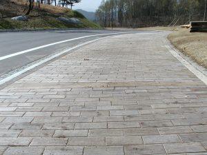 【木レンガ-杉材・レンガ張り】 山形県 遊学の森 柔らかい曲線歩道